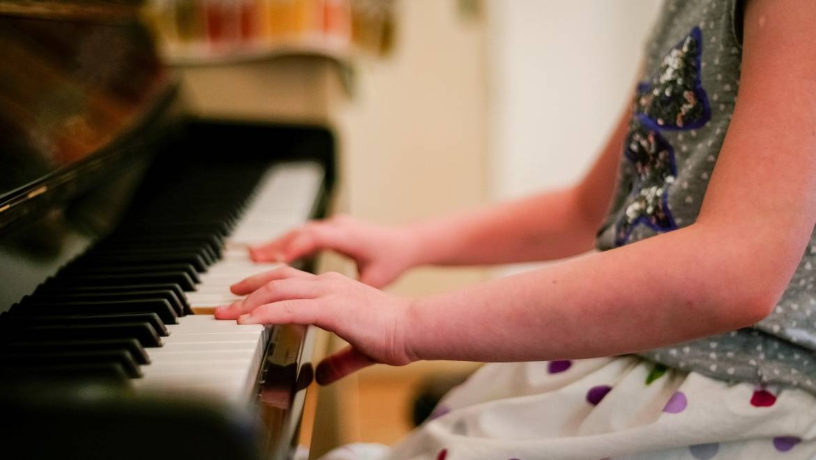Thinking of Starting Piano Lessons? Here's the best tip to get you started….